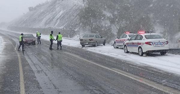 Kazdağları'nda kar 2 metreye kadar ulaştı, vatandaşlar mahsur kaldı