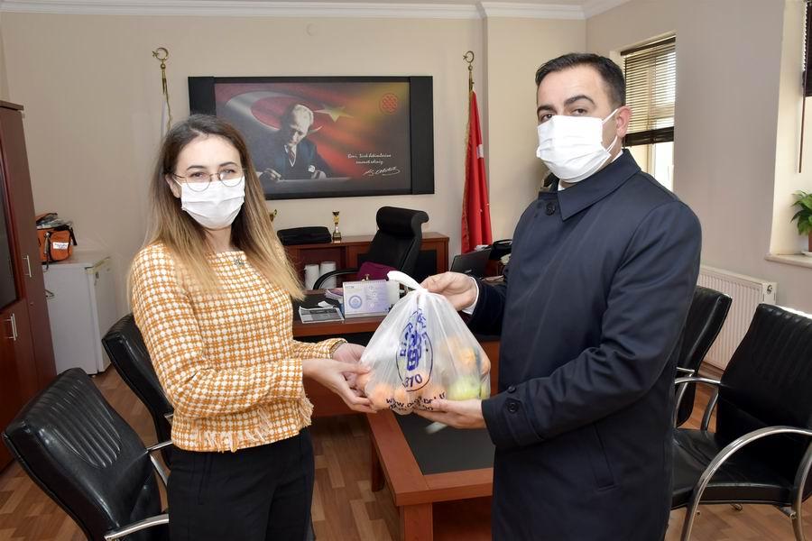 2020/11/1606481042_baskan_erdogan'dan_saglik_Calisanlarina_c_vitamini_takviyesi_(6).jpg