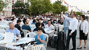 Kordon boyunda 10 bin kişilik iftar