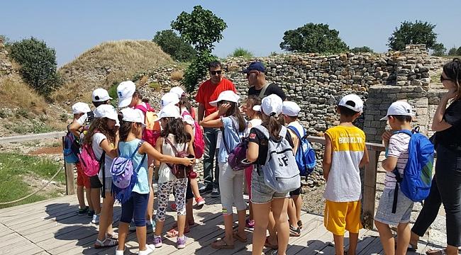 Çocuklar Troya'yı inceledi