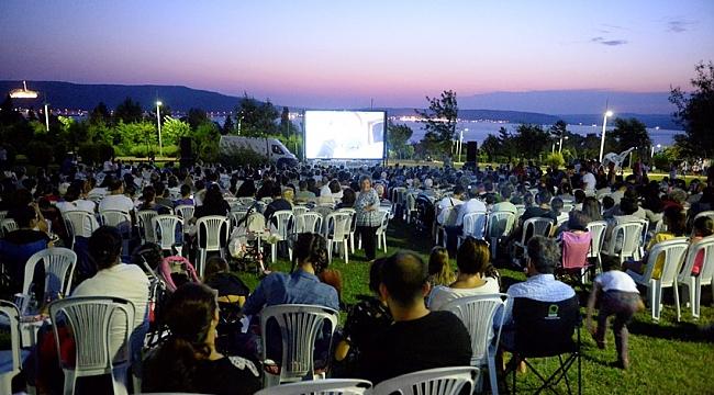 Özgürlük Parkı'nda film keyfi