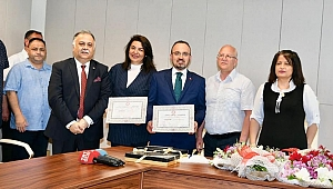 AK Partili Milletvekilleri mazbatasını aldı