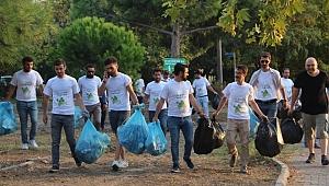 AK Partili gençlerden çevre temizliği