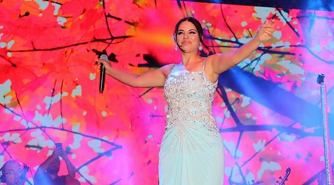 Zara, Bayramiç'te konser verdi