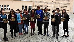 Öğrencilerden kuşlara yuva