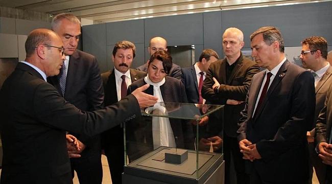 Bakan Ersoy Troya Müzesi'ni inceledi