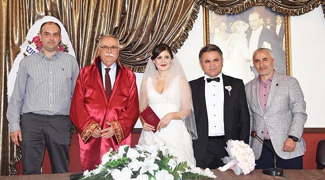 Yeni dönemin ilk nikahını kıydı