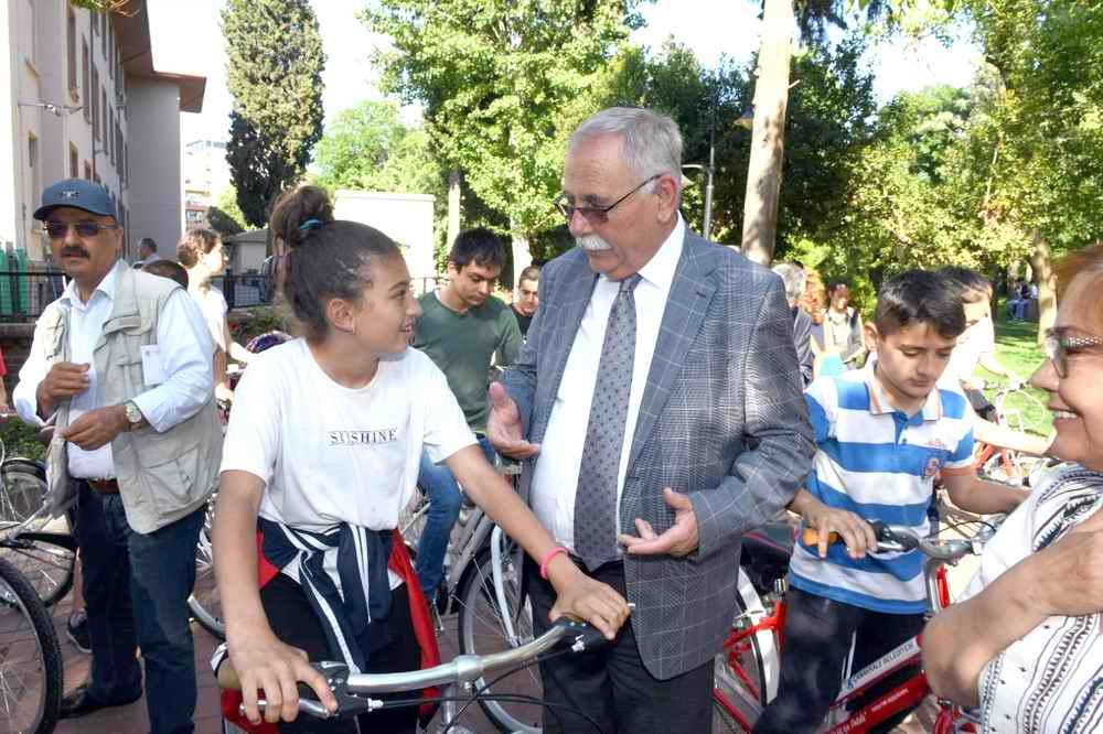 Başarılı öğrencilere bisiklet