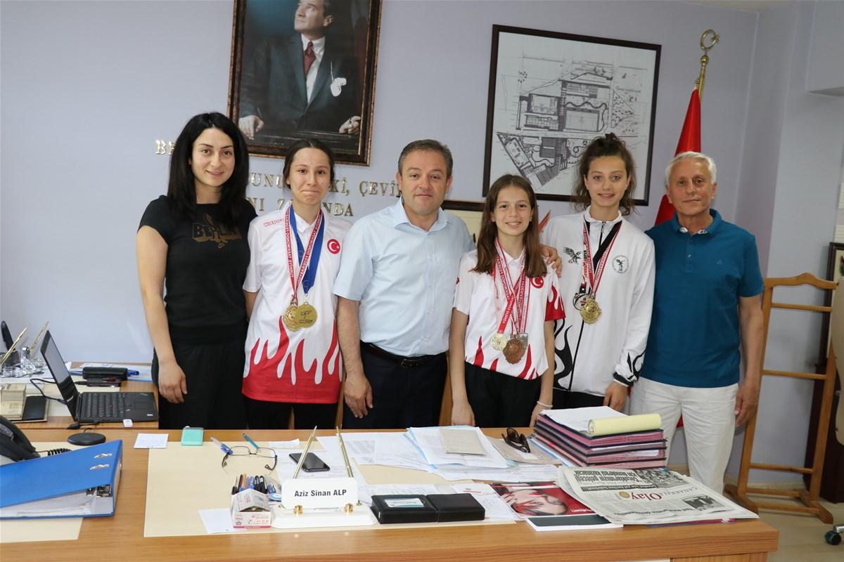 Başarılı taekwondocular ödüllendirildi