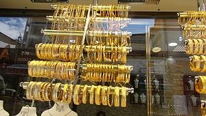 Dolar fırladı, altın yükseldi