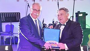 Rotary Kulübü'nden Gökhan'a plaket