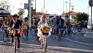 Otomobilsiz kentler için pedal çevirdiler