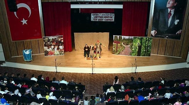 Biga'da çocukları eğlendiren tiyatro