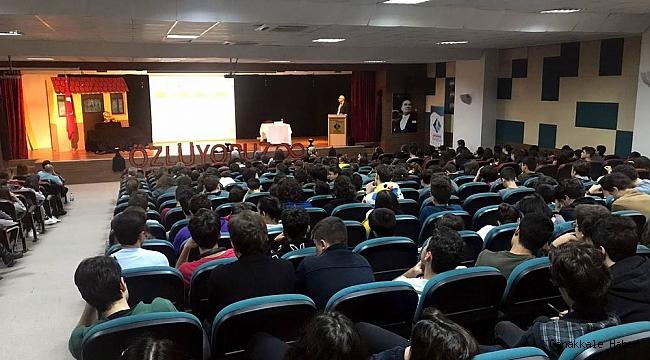 Mithat Atabay'dan öğrencilere sunum