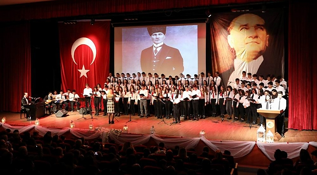 Öğrenciler Atatürk'ü andı