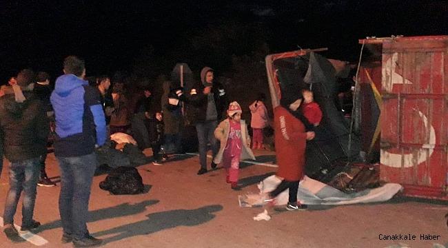 Kaçak göçmenleri taşıyan kamyonet devrildi; 32 yaralı