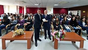 Vali Kamçı'dan üniversitelilere yöneticilik dersi