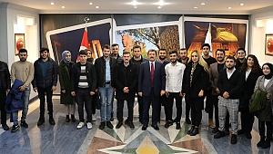 Vali Tavlı, üniversiteli gençleri ağırladı