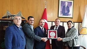 Özkurnaz'dan Turan'a teşekkür plaketi