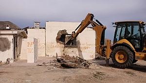 Gökçeada'da bina yıkımı başladı