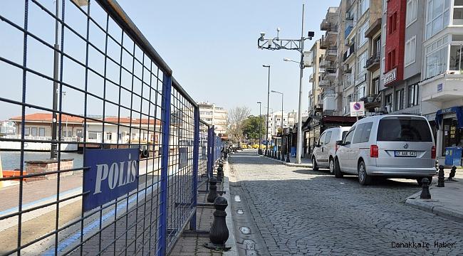 Kordon polis barikatlarıyla kapatıldı