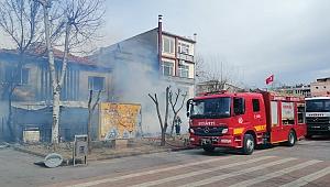 Cumhuriyet Meydanı'nda korkutan yangın