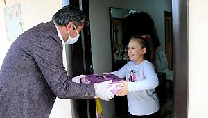 Başkan Uygun'dan çocuklara sürpriz