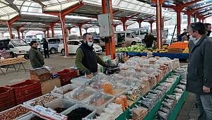 Bayramiç pazarında yoğun korona önlemleri