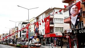 Cadde ve sokaklar Bayraklar ile donatıldı