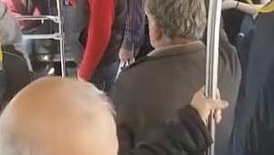 Halk otobüsünde sosyal mesafe kuralı hiçe sayıldı