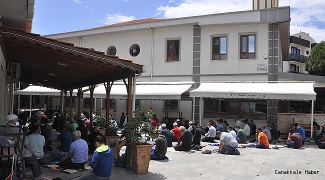 Camiler ibadete açıldı