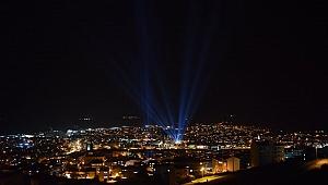 Çan'da büyüleyen ışık gösterisi
