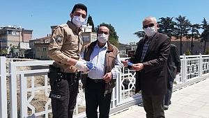 Ezine'de maske dağıtımı