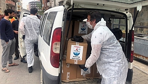 Gelibolu'da erzak paketi dağıtımı