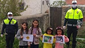 Trafik polislerinden çocuklara hediye