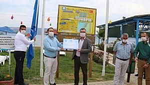 Kepez Plajı'nda 'Mavi Bayrak' dalgalanıyor