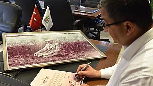 Başkan Öz'den Karalar'a anlamlı fotoğraf