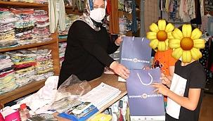 Bayramiç Belediyesi'nden çocukları sevindiren hediyeler
