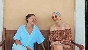 Serenay Sarıkaya Çanakkale'de tatilde