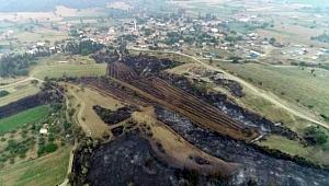Yangında tarlaları yanan köylüler üzgün…
