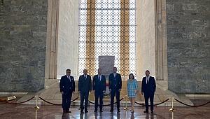 Ziyaretlere Anıtkabir ile başladı