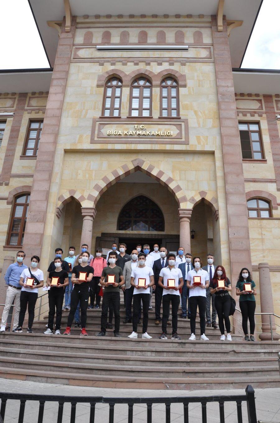 Biga'da ilk 10 bine giren öğrencilere ödül verildi !