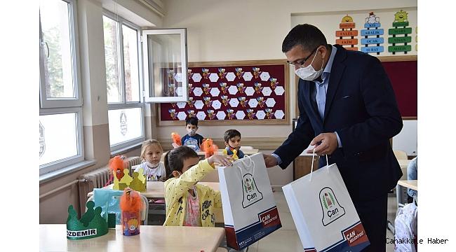 Başkan Öz'den öğrencilere hediye