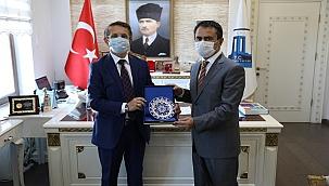 ÇOMÜ İletişim Fakültesi Dekanı, Vali Aktaş'ı ziyaret etti