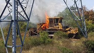 Bayramiç'te tır üzerindeki iş makinesi yandı