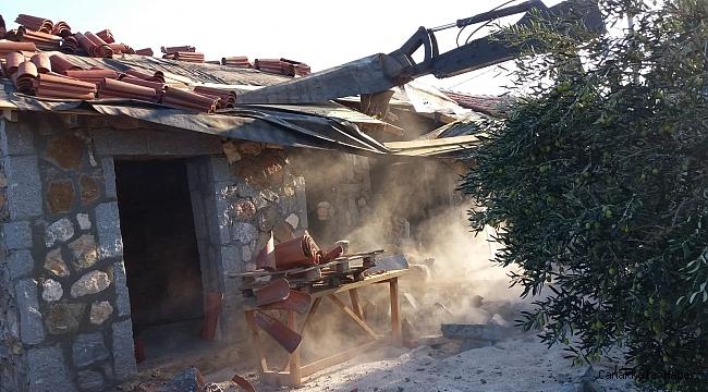 Geyikli'de kaçak yapı yıkımı