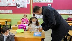 Çocukların ilk kitapları başkan amcalarından
