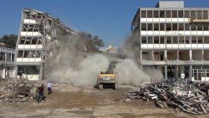 50 yıllık valilik binası böyle yıkıldı