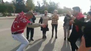 Antalya'da gençlerin yasağı ihlal eden driftli asker eğlencesi