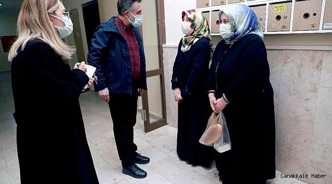 Başkan Sandal, Uzundere'deki depremzedeleri unutmadı